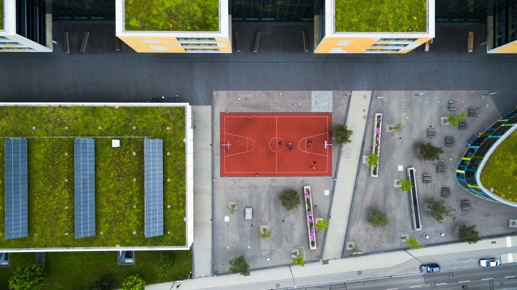 Sharing distributed energy resources in apartment buildings: the  winner takes it all?